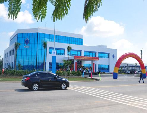 Khu công nghiệp Việt Nam-Singapore (VSIP Quảng Ngãi) đã thu hút 10 dự án với tổng vốn hơn 200 triệu USD. Ảnh: Trí Tín.
